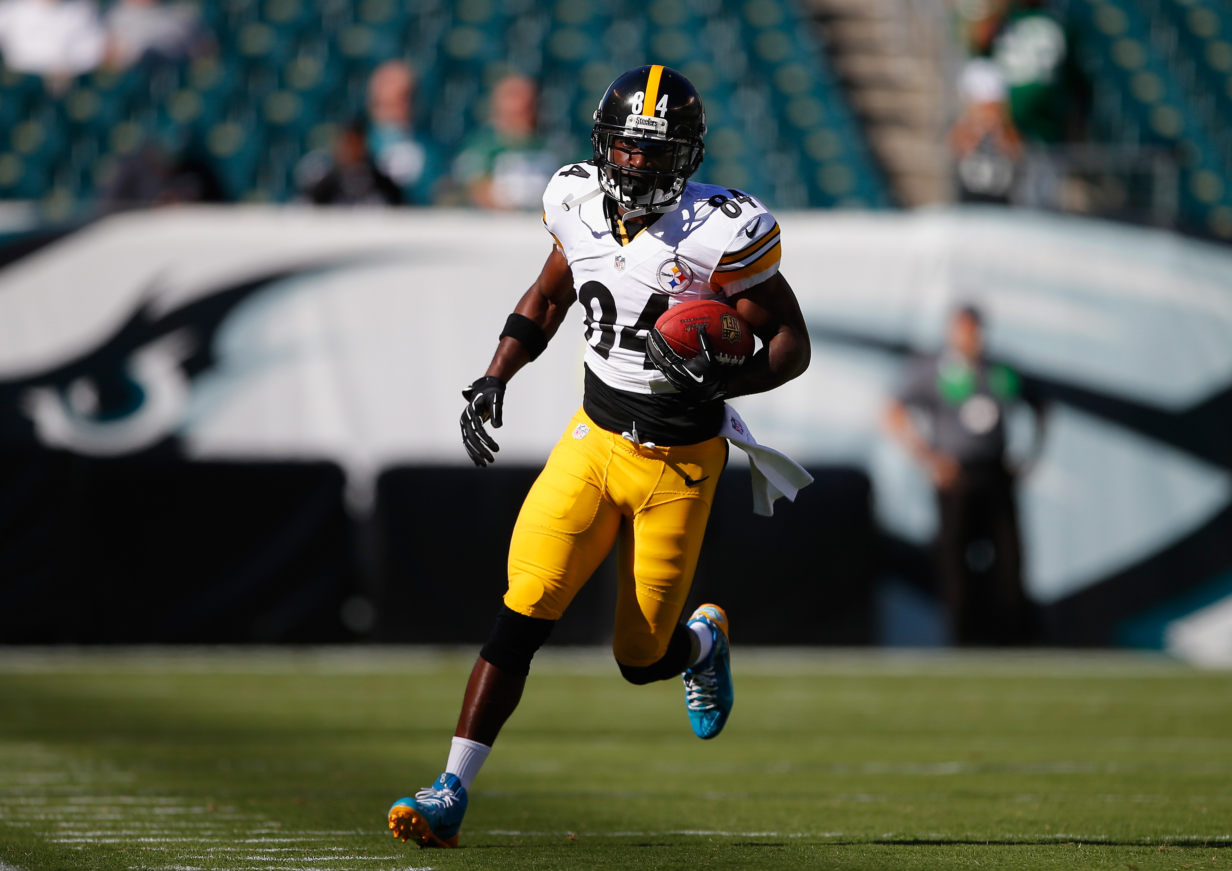 Nfl Forced Antonio Brown To Change Colorful Cleats At