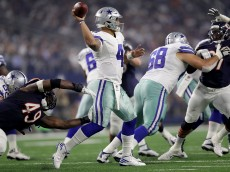 ARLINGTON, TX - SEPTEMBER 25:  Dak Prescott #4 of the Dallas Cowboys throws in the third quarter during a game between the Dallas Cowboys and the Chicago Bears at AT&T Stadium on September 25, 2016 in Arlington, Texas.  (Photo by Ronald Martinez/Getty Images)
