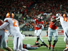 COLUMBUS, OH - NOVEMBER 1: J.T. Barrett #16 of the Ohio State Buckeyes throws an 8-yard touchdown pass to Devin Smith in the first half of the game against the Illinois Fighting Illini at Ohio Stadium on November 1, 2014 in Columbus, Ohio. (Photo by Joe Robbins/Getty Images)