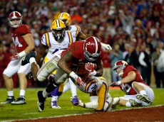 TUSCALOOSA, AL - NOVEMBER 07:  Derrick Henry #2 of the Alabama Crimson Tide rushes for touchdown against Jalen Mills #28 of the LSU Tigers in the second quarter at Bryant-Denny Stadium on November 7, 2015 in Tuscaloosa, Alabama.  (Photo by Kevin C. Cox/Getty Images)