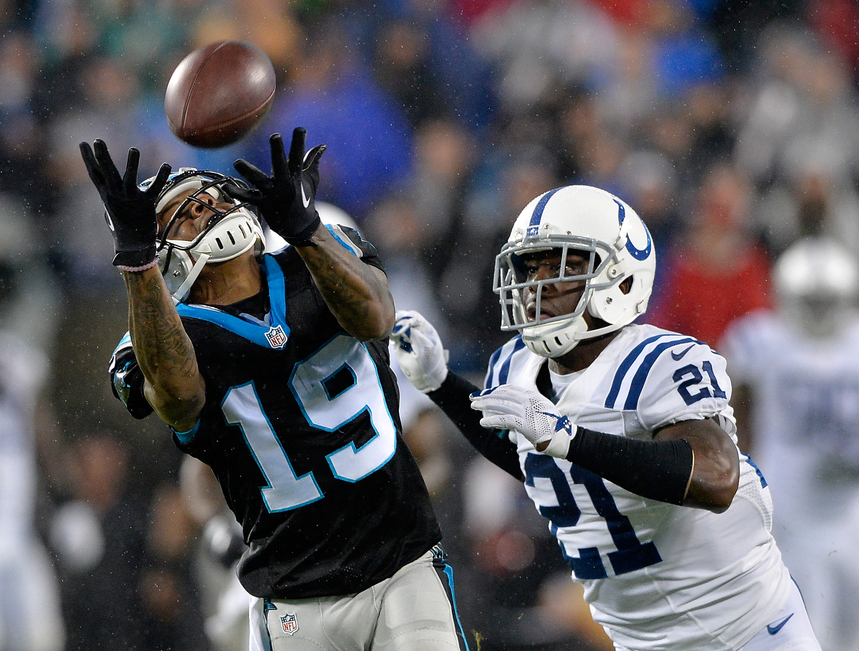 CHARLOTTE, NC - NOVEMBER 02:  Vontae Davis #21 of the Indianapolis Colts defends a pass to Ted Ginn #19 of the Carolina Panthers during their game at Bank of America Stadium on November 2, 2015 in Charlotte, North Carolina.  (Photo by Grant Halverson/Getty Images)