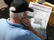 BIRMINGHAM, ENGLAND - MAY 20 :   A spectator reads the latest sport headlines during the LV County Championship Division One match between Warwickshire and Lancashire at Edgbaston on May 20, 2010 in Birmingham, England.  (Photo by Jan Kruger/Getty Images)