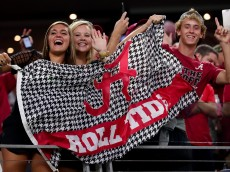 ARLINGTON, TX - SEPTEMBER 03:  Alabama Crimson Tide fans celebrate after Alabama scores a touchdown against the USC Trojans in the third quarter during the AdvoCare Classic at AT&T Stadium on September 3, 2016 in Arlington, Texas.  (Photo by Tom Pennington/Getty Images)