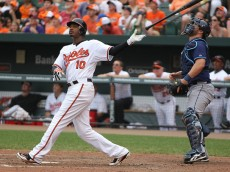 Baltimore Orioles center fielder Adam Jones (10)
