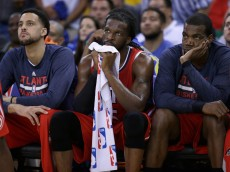 OAKLAND, CA - MARCH 18:  Players for the Atlanta Hawks sit on the bench during the fourth quarter of their loss to the Golden State Warriors at ORACLE Arena on March 18, 2015 in Oakland, California. NOTE TO USER: User expressly acknowledges and agrees that, by downloading and or using this photograph, User is consenting to the terms and conditions of the Getty Images License Agreement.  (Photo by Ezra Shaw/Getty Images)