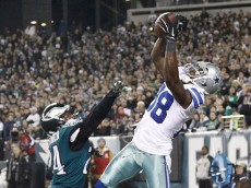 Cowboys receiver Dez Bryant leaps high over Eagles cornerback Bradley Fletcher to catch a touchdown pass in the first quarter. (Ron Cortes/Philly.com Photographer)