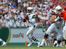 10 OCT 2015:     USF's Quinton Flowers(9) sets up to throw in the pocket during the game between the Syracuse Orange and the South Florida Bulls at Raymond James Stadium in Tampa, Florida.  (Photo by Cliff Welch/Icon Sportswire)