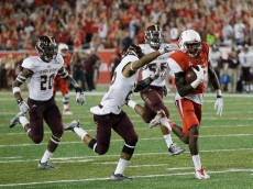 HOUSTON, TX - SEPTEMBER 26:  Steven Dunbar #88 of the Houston Cougars scores on a 65 yard pass play as he runs past  David Mims #22 of the Texas State Bobcats and Stephan Johnson #20 in to the endzone in the first quarter on September 26, 2015 in Houston, Texas.  (Photo by Bob Levey/Getty Images)