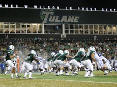 NEW ORLEANS, LA - SEPTEMBER 03:  Tanner Lee #12 of the Tulane Green Wave hands off the ball against the Duke Blue Devils at Yulman Stadium on September 3, 2015 in New Orleans, Louisiana.  (Photo by Chris Graythen/Getty Images)
