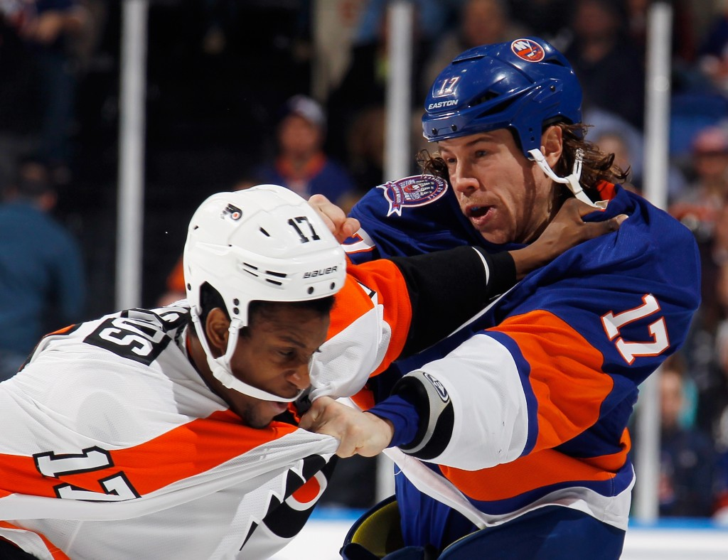 UNIONDALE, NY - NOVEMBER 24: Matt Martin #17 of the New York Islanders and Wayne Simmonds #17 of the Philadelphia Flyers fight during the second period at the Nassau Veterans Memorial Coliseum on November 24, 2014 in Uniondale, New York.  (Photo by Bruce Bennett/Getty Images)