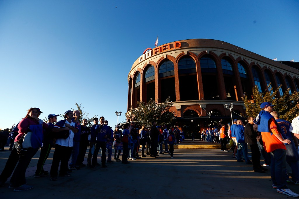 NEW YORK, NY - OCTOBER 12:  New York Mets fans gather outside of the stadium prior to game three of the National League Division Series between the Los Angeles Dodgers and the New York Mets at Citi Field on October 12, 2015 in New York City.  (Photo by Mike Stobe/Getty Images)