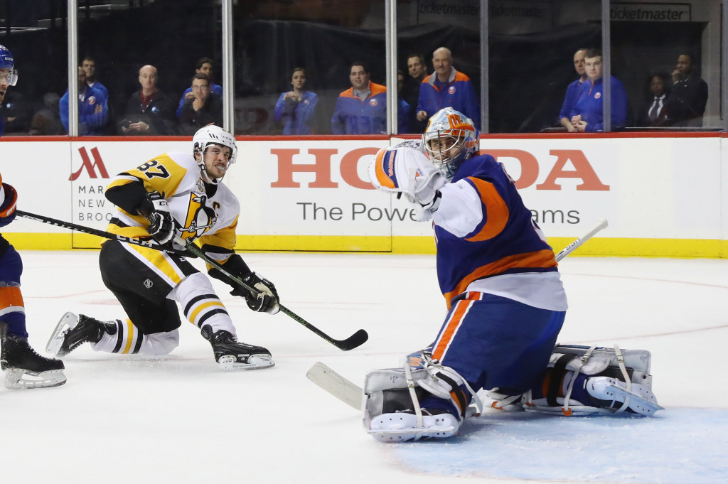 NEW YORK, NY - NOVEMBER 30: Sidney Crosby #87 of the Pittsburgh Penguins misses a first period attempt against Thomas Greiss #1 of the New York Islanders at the Barclays Center on November 30, 2016 in the Brooklyn borough of New York City. (Photo by Bruce Bennett/Getty Images)