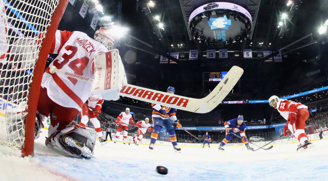 NEW YORK, NY - DECEMBER 04: Anders Lee #27 of the New York Islanders (R) scores at 5:16 of the first period against Petr Mrazek #34 of the Detroit Red Wings at the Barclays Center on December 4, 2016 in the Brooklyn borough of New York City. (Photo by Bruce Bennett/Getty Images)