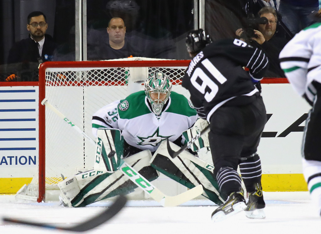 NEW YORK, NY - JANUARY 19: Kari Lehtonen #32 of the Dallas Stars makes the first period save on John Tavares #91 of the New York Islanders at the Barclays Center on January 19, 2017 in the Brooklyn borough of New York City.  (Photo by Bruce Bennett/Getty Images)
