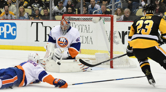 PITTSBURGH, PA - OCTOBER 27: Jaroslav Halak #41 of the New York Islanders makes a save against the Pittsburgh Penguins at PPG PAINTS Arena on October 27, 2016 in Pittsburgh, Pennsylvania. (Photo by Matt Kincaid/Getty Images)