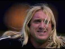 22 Nov 1995: LINEBACKER KEVIN GREENE OF THE PITTSBURGH STEELERS DURING THE STEELERS 31-15 WIN OVER THE SAN DIEGO CHARGERS AT THREE RIVERS STADIUM IN PITTSBURGH, PENNSYLVANIA.