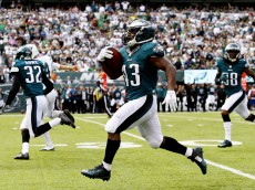 EAST RUTHERFORD, NJ - SEPTEMBER 27:   Darren Sproles #43 of the Philadelphia Eagles returns a punt 89 yards for a touchdown in the second quarter against the New York Jets at MetLife Stadium on September 27, 2015 in East Rutherford, New Jersey.  (Photo by Al Bello/Getty Images)