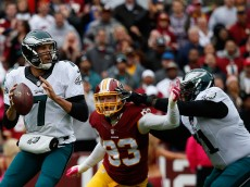 LANDOVER, MD - OCTOBER 04: Quarterback  Sam Bradford #7 of the Philadelphia Eagles drops back to pass against the Washington Redskins at FedExField on October 4, 2015 in Landover, Maryland.  (Photo by Rob Carr/Getty Images)