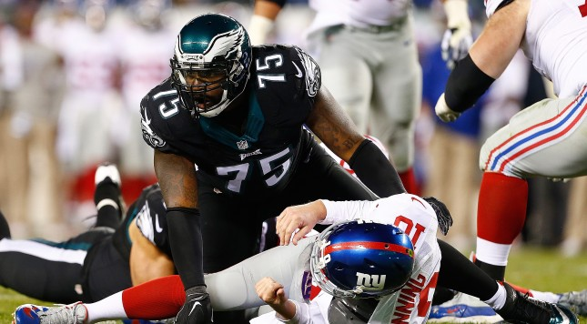 PHILADELPHIA, PA - OCTOBER 19:  Eli Manning #10 of the New York Giants is taken down by Vinny Curry #75 of the Philadelphia Eagles during the third quarter at Lincoln Financial Field on October 19, 2015 in Philadelphia, Pennsylvania. The Philadelphia Eagles defeated the New York Giants 27-7. (Photo by Rich Schultz/Getty Images)