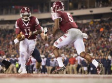 PHILADELPHIA, PA - NOVEMBER 28: P.J. Walker #11 of the Temple Owls hands the ball off to Jahad Thomas #5 in the first quarter against the Connecticut Huskies on November 28, 2015 at Lincoln Financial Field in Philadelphia, Pennsylvania. (Photo by Mitchell Leff/Getty Images)
