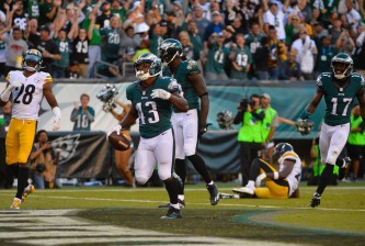 PHILADELPHIA, PA - SEPTEMBER 25:  Darren Sproles #43 of the Philadelphia Eagles celebrates his 73-yard touchdown in the third quarter against the Pittsburgh Steelers at Lincoln Financial Field on September 25, 2016 in Philadelphia, Pennsylvania.  (Photo by Alex Goodlett/Getty Images)