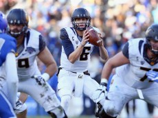 FORT WORTH, TX - DECEMBER 29:  Jared Goff #16 of the California Golden Bears looks for an open receiver against the Air Force Falcons in the second half of the Lockheed Martin Armed Forces Bowl at Amon G. Carter Stadium on December 29, 2015 in Fort Worth, Texas.  (Photo by Tom Pennington/Getty Images)