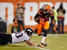 CLEVELAND, OH - NOVEMBER 30:  Justin Gilbert #21 of the Cleveland Browns avoids a diving Daniel Brown #83 of the Baltimore Ravens during the second quarter at FirstEnergy Stadium on November 30, 2015 in Cleveland, Ohio.  (Photo by Gregory Shamus/Getty Images)