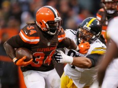 CLEVELAND, OH - JANUARY 3:  Isaiah Crowell #34 of the Cleveland Browns stiff arms Cameron Heyward #97 of the Pittsburgh Steelers during the third quarter at FirstEnergy Stadium on January 3, 2016 in Cleveland, Ohio.  (Photo by Gregory Shamus/Getty Images)