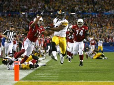 TAMPA, FL - FEBRUARY 01:  James Harrison #92 of the Pittsburgh Steelers scores a touchdown after running back an interception for 100 yards in the second quarter against the Arizona Cardinals during Super Bowl XLIII on February 1, 2009 at Raymond James Stadium in Tampa, Florida.  (Photo by Al Bello/Getty Images)