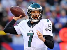 EAST RUTHERFORD, NJ - JANUARY 03:  Sam Bradford #7 of the Philadelphia Eagles throws the ball in the first half against the New York Giants during their game at MetLife Stadium on January 3, 2016 in East Rutherford, New Jersey.  (Photo by Elsa/Getty Images)