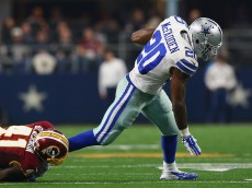 ARLINGTON, TX - JANUARY 03:   Darren McFadden #20 of the Dallas Cowboys runs the ball past Will Blackmon #41 of the Washington Redskins in the fourth quarter at AT&T Stadium on January 3, 2016 in Arlington, Texas.  (Photo by Ronald Martinez/Getty Images)