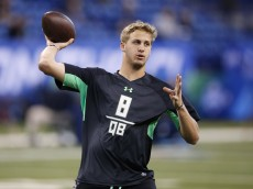 INDIANAPOLIS, IN - FEBRUARY 27: Quarterback Jared Goff of California throws during the 2016 NFL Scouting Combine at Lucas Oil Stadium on February 27, 2016 in Indianapolis, Indiana. (Photo by Joe Robbins/Getty Images)