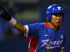 GUANGZHOU, CHINA - NOVEMBER 19:  Jungho Kang #16 of South Korea points after hitting a home run against Chinese Taipei during the gold medal baseball game at Aoti Baseball Field 1 during day seven of the 16th Asian Games Guangzhou 2010 on November 19, 2010 in Guangzhou, China.  (Photo by Richard Heathcote/Getty Images)