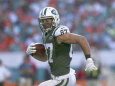 MIAMI GARDENS, FL - DECEMBER 28:  Wide receiver Eric Decker #87 of the New York Jets runs for a third quarter touchdown during a game against the Miami Dolphins at Sun Life Stadium on December 28, 2014 in Miami Gardens, Florida.  (Photo by Mike Ehrmann/Getty Images)