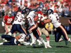 SAN FRANCISCO - OCTOBER 13:  Wide receiver Willie Gault #83 of the Chicago Bears hustles up field with the ball during a game against the San Francisco 49ers at Candlestick Park on October 13, 1985 in San Francisco, California.  The Bears won 26-10.   (Photo by George Rose/Getty Images)