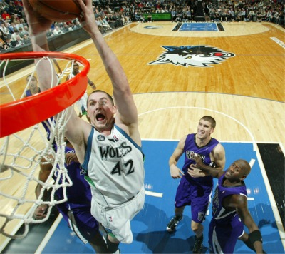 kevin love dunking kings