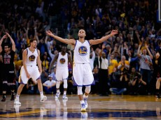 OAKLAND, CA - NOVEMBER 20:  Stephen Curry #30 of the Golden State Warriors celebrates after Harrison Barnes #40 made a three-point basket late in the fourth quarter of their game against the Chicago Bulls at ORACLE Arena on November 20, 2015 in Oakland, California.  NOTE TO USER: User expressly acknowledges and agrees that, by downloading and or using this photograph, User is consenting to the terms and conditions of the Getty Images License Agreement.  (Photo by Ezra Shaw/Getty Images)