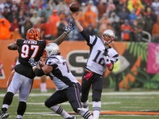 tom brady throwing patriots bengals