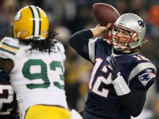 tom brady throwing packers