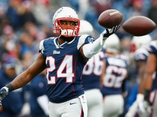 FOXBORO, MA - DECEMBER 28:  Darrelle Revis #24 of the New England Patriots warms up before a game against the Buffalo Bills at Gillette Stadium on December 28, 2014 in Foxboro, Massachusetts.  (Photo by Jared Wickerham/Getty Images)