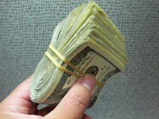 a-hacker-is-trying-to-sell-counterfeit-us-money-on-reddit