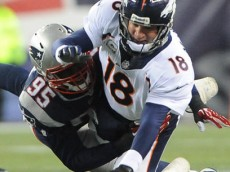 500x305-20131124-manning-sacked-jones-kn
