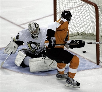 capt.5e71fcd9e0404799945ee5065cedbcac.penguins_flyers_hockey_patm107