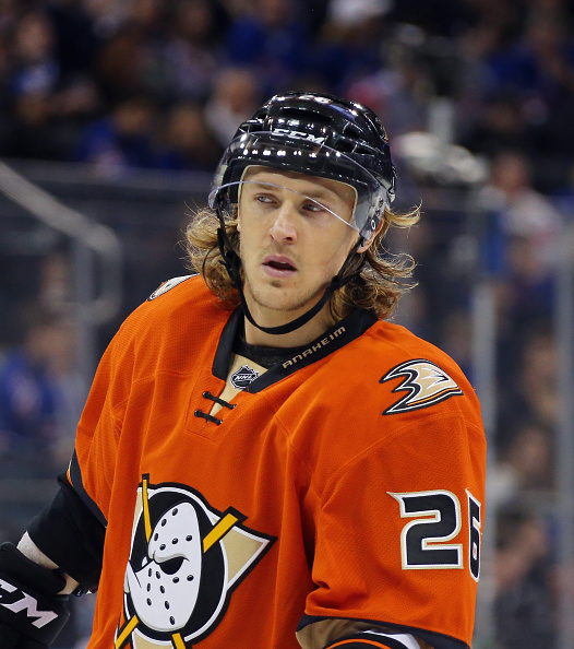 NEW YORK, NY - DECEMBER 22: Carl Hagelin #26 of the Anaheim Ducks returns to Madison Square Garden for the first time as a member of the opposing team against the New York Rangers on December 22, 2015 in New York City.  (Photo by Bruce Bennett/Getty Images)
