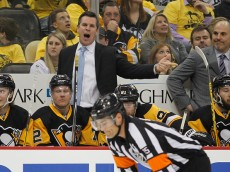 PITTSBURGH, PA - APRIL 13:  Mike Sullivan of the Pittsburgh Penguins yells at the referee in Game One of the Eastern Conference Quarterfinals during the 2016 NHL Stanley Cup Playoffs at Consol Energy Center on April 13, 2016 in Pittsburgh, Pennsylvania.  (Photo by Justin K. Aller/Getty Images)