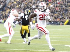 IOWA CITY, IA - NOVEMBER 22:  Running back Melvin Gordon #25 of the Wisconsin Badgers runs in for a touchdown in the second quarter agqinst the Iowa Hawkeyes, on November 22, 2014 at Kinnick Stadium, in Iowa City, Iowa.  (Photo by Matthew Holst/Getty Images)
