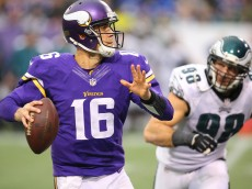 MINNEAPOLIS, MN - DECEMBER 15:  Matt Cassel #16 of the Minnesota Vikings looks for an open receiver while Connor Barwin #98 of the Philadelphia Eagles applies pressure on December 15, 2013 at Mall of America Field at the Hubert H. Humphrey Metrodome in Minneapolis, Minnesota. (Photo by Adam Bettcher/Getty Images)