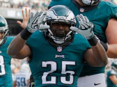 PHILADELPHIA, PA - NOVEMBER 23:  LeSean McCoy #25 of the Philadelphia Eagles celebrates a touchdown against the Tennessee Titans in the second quarter of the game at Lincoln Financial Field on November 23, 2014 in Philadelphia, Pennsylvania.  (Photo by Rich Schultz/Getty Images)