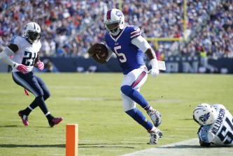 NASHVILLE, TN - OCTOBER 11: Tyrod Taylor #5 of the Buffalo Bills tiptoes along the sideline on a 22-yard touchdown run against the Tennessee Titans in the third quarter at Nissan Stadium on October 11, 2015 in Nashville, Tennessee. The Bills defeated the Titans 14-13. (Photo by Joe Robbins/Getty Images)