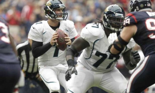 Henne Drops Back Texans
